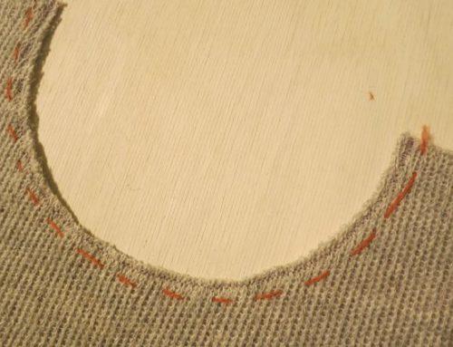 Runder Halsausschnitt mit Rollrand