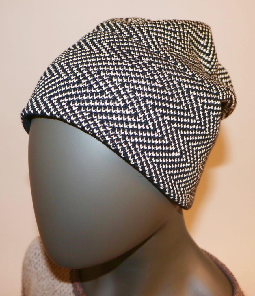 Damenmütze auf dem Strickapparat Brother KH940